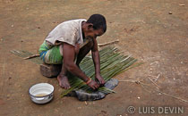 Weaving a pygmy mat