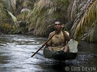 Pygmy pirogue for net fishing