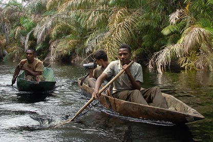 Net fishing on a pirogue (Baka Pygmies) - Fieldwork Photo Diary ...